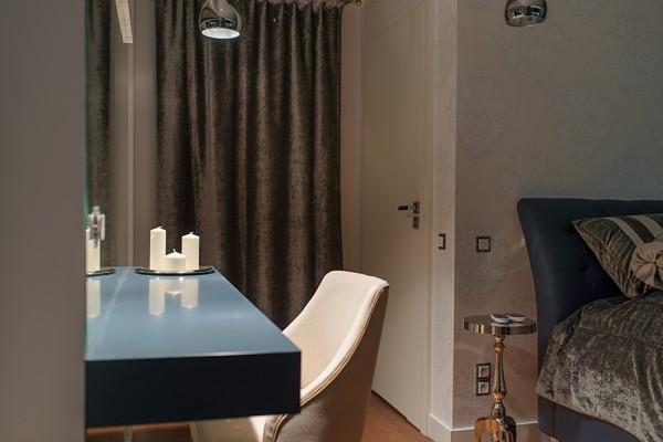 Gdansk modern apartment desk